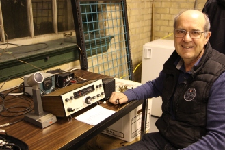 VE3RLU donating a TenTec 509 as a club station